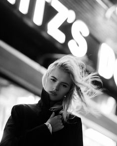 Black and white photography people woman character inspiration ideas Photography Essentials, Urban Photography, People Photography, Amazing Photography, Street Photography, Portrait Photography, Hair Photography, Photography Ideas, Grunge Photography