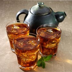 This refreshing and simple to make mint tea is excellent for any occasion. Perfect as a starter, break time pick-me-up or beverage option for any meal. #simpleminttea #cooldrinks #icedtea