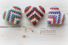 ♥ⓛⓞⓥⓔ♥ these happy colorful crochet heart! Pattern by Zoom Yummy (who creates the most beautiful patterns) on Etsy.
