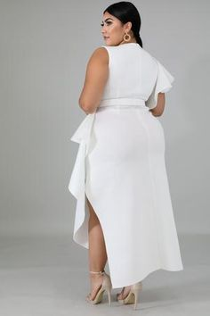 This elegant beauty dress features, a stretchy fabric, round neckline, flare sleeves, waist belt included finished with a back zipper closure. Model is wearing a Belt not included. Plus Size White Outfit, All White Outfit, Plus Size Outfits, White Dress, Semi Formal Outfits For Women Parties, White Outfits For Women, Clothes For Women, Plus Zise, Ladies Party