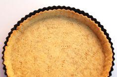 La masa quebrada sin mantequilla y sin huevo es muy fácil de preparar en casa. Es una base crujiente para tartas dulces o saladas.