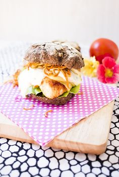 Low Carb Chicken Burger mit Pastinaken Fries