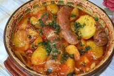 Споделено от кухнята на Elti: Пресни картофи с доматен сос и наденица на фурна
