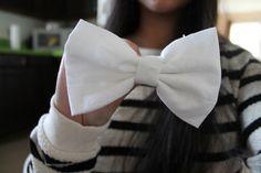 white hair bow. ♡