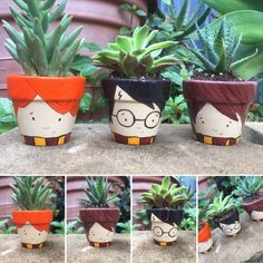 Flower Pot Art, Flower Pot Crafts, Clay Pot Crafts, Diy And Crafts, Painted Plant Pots, Painted Flower Pots, Painted Pebbles, Harry Potter Classroom, Harry Potter Decor