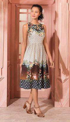 Vestido Midi Porta Encantada Baunilha Simple Dresses, Pretty Dresses, Casual Dresses, Girls Dresses, Summer Dresses, Skirt Outfits, Dress Skirt, Modest Fashion, Fashion Dresses