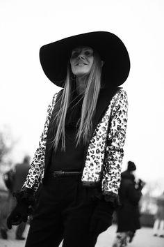 Fotos de street style en Paris Fashion Week: Anna Dello Russo de Saint Laurent