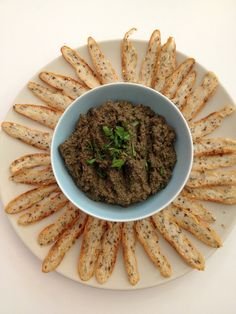 The real tapenade Yummy Veggie, Yummy Food, Pot Luck, Tapenade Olive, Great Appetizers, Soup Appetizers, Irish Recipes, Savory Snacks, Summer Recipes