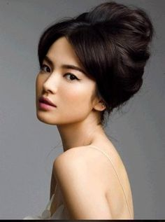 How To Use Asian Bridal Makeup To Look Great On Your Special Day. http://memorablewedding.blogspot.com/2013/10/how-to-use-asian-bridal-makeup-to-look.html