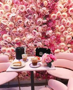 A wall of beautiful pink roses. - A wall of beautiful pink roses. We are want to say thanks if you like to share this post to another - Beautiful Pink Roses, Pink Love, Pretty In Pink, Beautiful Wall, Beautiful Dresses, Restaurant Am Wasser, Cafe Restaurant, Deco Cafe, Rose Bonbon