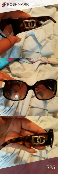 DG BLING SUNNIES No scratches in great condition dg Accessories Sunglasses