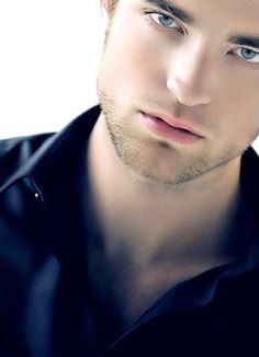 Rob <3 I know people don't like him because of Twilight...but just look at those lips and eyes...damn!!