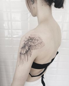 Wing on shoulder by Remova Zhenya
