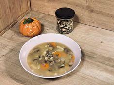 Jednoduchá hríbová polievka so zemiakmi, mrkvou a haluškami   Fitshaker.sk Cheeseburger Chowder, Soup, Soups