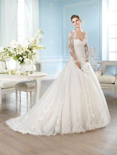 Pronovias Wedding Gown Lace, Sweetheart, Sleeves, Full Skirt, Tulle
