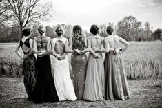 15 Best Prom Poses - Creative Ideas For Prom Pictures With Your Besties