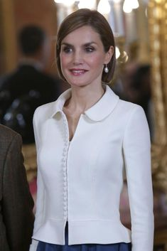King Felipe VI of Spain and Queen Letizia of Spain attends the lunch in ocassion of the Cervantes Award' at the Royal Palace on April 2015 in Madrid, Spain. Royal Fashion, Look Fashion, Fashion Design, Blouse Styles, Blouse Designs, Style Royal, Formal Chic, Coats For Women, Clothes For Women