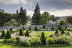 Aberglasney - Our Welsh Garden Of The Week - The English Garden Flower Garden Design, Love Garden, Shade Garden, Garden Ideas, Flowers Garden, Dream Garden, Garden Art, Front Garden Landscape, Garden Landscaping