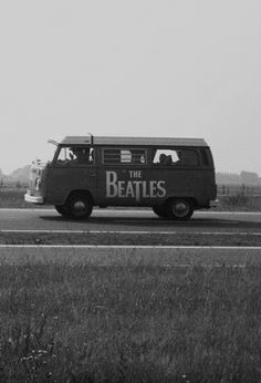 It was a tough call . Cars board or Beatles board? The Beatles win this one. Ringo Starr, Paul Mccartney, Foto Beatles, Les Beatles, Beatles Guitar, Volkswagen Transporter, Vw T1, Volkswagen Bus, Classic Rock