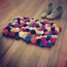 Adorable and super easy pom pom ball rug diy. Definitely doing this!