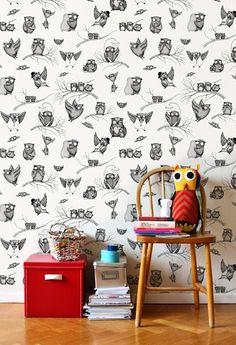 O papel de parede preto e branco combina com tudo, logo uma ótima ideia pra quem gosta de mudar as cores da decoração do quarto