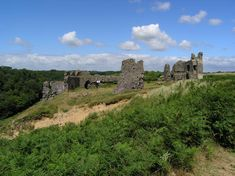 Pennard Castle near Pennard village in the Gower Peninsula | Gower Holidays Norman Castle, Gower Peninsula, On A Clear Day, Area Map, Secluded Beach, Listed Building, South Wales, Dog Friends, Monument Valley