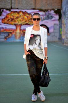 JAY-Z by Addict Be Iconic | Estampado militar, blazer blanca, superga