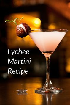 The Lichitini (or Lychee Martini) is a luscious and sweet cocktail that features a lychee liqueur. The lychee martini is a beautiful vodka cocktail. Learn how to make this exotic, sweet, and fruity drink and discover lychee syrup or liqueur recipes. Lychee Martini Cake, Lychee Cocktail, Cocktail Martini, Lychee Martini Recipe Easy, Martini Party, Fruity Drinks, Fun Drinks, Yummy Drinks, Cocktail