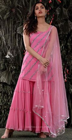 Indian Wedding Guest Dress, Party Wear Indian Dresses, Indian Fashion Dresses, Indian Gowns Dresses, Dress Indian Style, Pakistani Bridal Dresses, Girls Fashion Clothes, Indian Designer Outfits, Stylish Kurtis Design