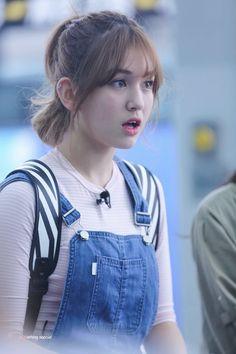 somi,eu tbm to chocada 😍😍😍 Kpop Girl Groups, Korean Girl Groups, Kpop Girls, Jeon Somi, Jung Chaeyeon, Choi Yoojung, Kim Sejeong, Shot Hair Styles, Korean Celebrities