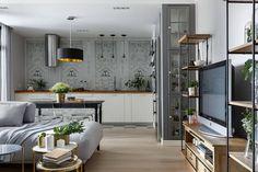 Középkorú hölgy 67m2-es lakása szép konyhával, kényelmes elosztással, visszafogott színvilággal Custom Homes, Ikea, Divider, Dining Room, Interior Design, Table, House, Furniture, Home Decor