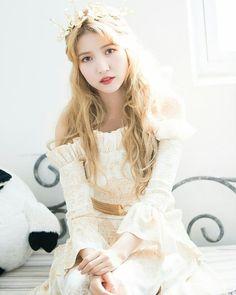 Naver x Dispatch - Gfriend Sunrise Kpop Girl Groups, Korean Girl Groups, Kpop Girls, Sunrise Music, Gfriend Album, Gfriend Sowon, Cloud Dancer, G Friend, Girl Bands