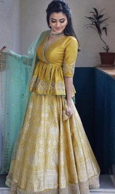 Party Wear Indian Dresses, Designer Party Wear Dresses, Indian Bridal Outfits, Indian Gowns Dresses, Indian Fashion Dresses, Kurti Designs Party Wear, Dress Indian Style, Lehenga Designs, Indian Designer Outfits