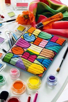 Trousse à maquillage en tapisserie avec fils de laine multicolore inspirée du style Arty par Paul Klee