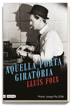 Aquella porta giratòria / Lluís Foix Autobiografia Premi Josep Pla 2016 L' autor ha estat treballant com a  traductor, redactor, corresponsal, subdirector, director adjunt, director,…de La Vanguardia