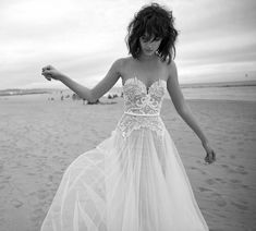Simple Beach Wedding Dresses Summer 2016 Sexy Sheer Sweetheart Backless Lace Appliques Tulle Sweep Train Bridal Gowns Custom Made