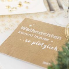 Servietten Weihnachten kommt immer so plötzlich 20 Stk. von Sinnwert jetzt im design3000.de Shop kaufen! Sie möchten Ihren Esstisch perfekt...