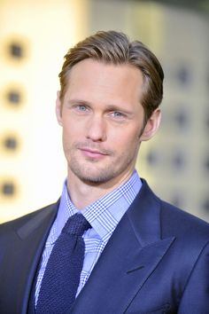 Alexander Skarsgard at the True Blood Season 4 Premiere on June 2011 Oval Face Men, Oval Face Shapes, Oval Faces, Oval Face Hairstyles, Cool Hairstyles, Winter Hairstyles, Hairstyle Ideas, Curly Hair Men, Curly Hair Styles