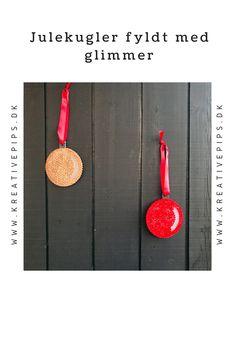 Lav flotte julekugler fyldt med glimmer -  de kan endda bruges udendørs til at pynte huset/haven. Glimmer, Bruges, Washer Necklace, Diy, Hama, Creative, Bricolage, Diys, Handyman Projects