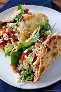 Chicken Hummus Naan Wraps An easy chicken wrap recipe you can throw together in just 15 minutes for a quick & healthy dinner or lunch. Featuring simple ingredients like sh… Chicken Wrap Recipes Easy, Healthy Dinner Recipes, Healthy Dinners, Chicken Wraps, Chicken Tacos, Feta Chicken, Chicken With Hummus Recipe, Kids Dinner Ideas Healthy, Quick Lunch Recipes