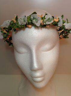 Modelo Mary #diadema #corona #tocado #evento #boda #comunion #novia #invitada #flores #moda #diademadeflores #coronadeflores #complementos #peinado #artesania #manualidades #lamoradadenoa