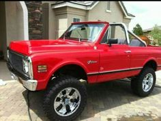 The roll bar is a must! Black out all the chrome too 67 72 Chevy Truck, Lifted Chevy, Chevy Pickups, Chevy Trucks, Gm Trucks, Lifted Trucks, Cool Trucks, Chevy Blazer K5, K5 Blazer