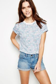 Our women's T-shirts go above and beyond – from crew necks to V-necks our short and long-sleeved T-shirts are perfect for all casual events. Boyfriend T Shirt, T Shirts For Women, Clothes For Women, Streetwear Brands, Denim Shorts, Luxury Fashion, V Neck, Lady, Long Sleeve