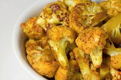Many healthy cauliflower dishes Spicy Cauliflower, Cauliflower Recipes, Side Dish Recipes, Side Dishes, Cooking Recipes, Healthy Recipes, I Love Food, Vegetable Recipes, Food And Drink