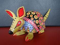 Tatú em papel machê pintura estilo mexicana e acabamento em resina acrílica.