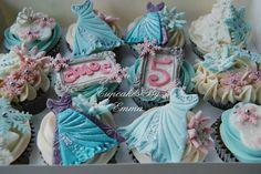 Disney Frozen Cupcakes Frozen Birthday Party, Frozen Party, 3rd Birthday Parties, Disney Frozen Cupcakes, Frozen Cake, Cup Cakes, Mini Cakes, Cupcake Party, Cupcake Cakes