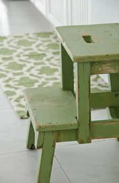 I love this little green step stool and rug. Even better, the green milk paint she used on the stool is available online and in stores. Kitchen Rug, New Kitchen, Kitchen Step Stool, Step Stools, Green Kitchen, Color Of The Year 2017, Miss Mustard Seeds, Painted Cottage, Milk Paint