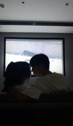 Couple Kissing Video, Cute Couples Kissing, Cute Couples Goals, Romantic Couples, Cute Love Couple, Cute Couple Videos, Couple Aesthetic, Aesthetic Movies, Korean Couple Photoshoot