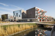 Image 12 of 34 from gallery of Grand Synthe - Place Du Courghain / Philippe Dubus Architecte. Photograph by Sergio Grazia Residential Complex, Residential Architecture, Contemporary Architecture, Architecture Details, Saint Clement, Low Cost Housing, Building Renovation, Social Housing, House Architecture