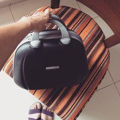Probando nueva maleta de mano de #SaxolinePeru Esta vez Lou cambió el morral por este maletín que nos ayudó a mantener en orden y a la mano los artículos básicos.  www.placeok.com  #placeok #travelblog #travelbloggers #travelinspector #travel #awesome #happy #bestoftheday #igers #amazing #photooftheday #cute #followme  #repost #instagood #instamood #fun #follow #pretty #cool #iamtb #adventure #travelbag #lugagge